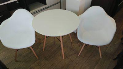 丸テーブル イームズチェア シェルチェア