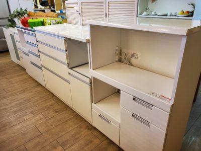 キッチンカウンター たくさん 種類豊富 白鏡面 ホワイトカラー 食器棚 キッチン収納 レンジ台