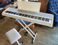 KORG コルグ 電子ピアノ 2019年製 B2 ホワイト デジタルピアノ スタンド付き 椅子付き 椅子付 ペダル付き カバー付き 美品 オススメ 初心者 中級者 上級者