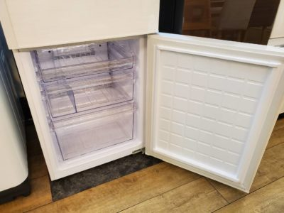 sharp シャープ 冷蔵庫 2018年 高年式 新しい 美品 270L ちょうどいいサイズ 1人用 2人用 2~3人用 スタイリッシュ ホワイト オシャレカラー おすすめ 冷凍保存 大容量フリーザー 冷凍室 引き出しケース 収納しやすい 引き出すタイプ 冷凍