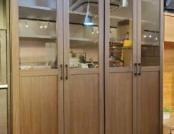 本棚 扉付き 観音開き 半分ガラス 飾り棚 コレクションケース ブックシェルフ モダン インダストリアル 北欧 メンズライク カフェ風 お洒落 かっこいい