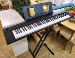 YAMAHA ヤマハ piaggero ピアジェーロ 電子キーボード 2017年製 電子ピアノ 76鍵 シンプル スタイリッシュ 軽いタッチ デジタルピアノ スタンド付き