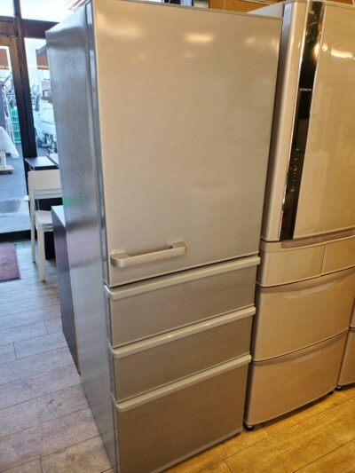 AQUA アクア 355L 4ドア 冷蔵庫 冷凍冷蔵庫 2020年製 高年式 ミスティシルバー 右開き まん中2段フリーザー まん中2段冷凍室 スリムタイプ 60cm 省スペース 単身 自炊派シングル 1人暮らし 2人暮らし 3人暮らし おススメ 中型 ちょっと大きめ 低め グリップハンドル おススメ 美品 キレイ