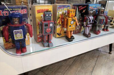 Clockwork Spring Retrochic Robot 3