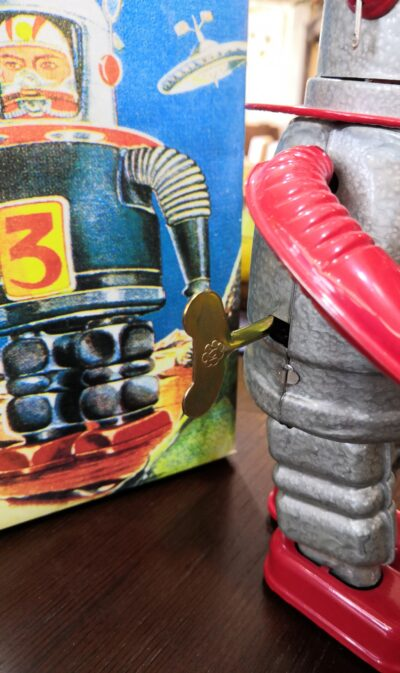 Clockwork Spring Retrochic Robot 2
