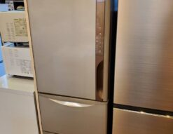 HITACHI 日立 315L 3ドア 冷蔵庫 2019年製 高年式 自動製氷 左開き 希少 レア 真ん中野菜室 ライトブラウン うるおいチルド うるおい野菜室 単身 1人暮らし 2人暮らし 2~3人暮らし 自炊派 オススメ オシャレ 中型冷蔵庫 大型冷蔵庫